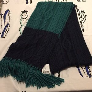 UO NWT Winter Scarf navy and green